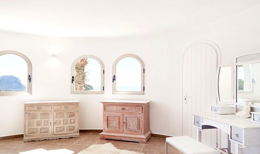 Blick ins Schlafzimmer Poolvilla Cala d'Hort IBZ 12