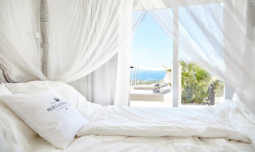 Bett mit Meerblick Exklusives Ferienhaus mit Pool Ibiza IBZ 12