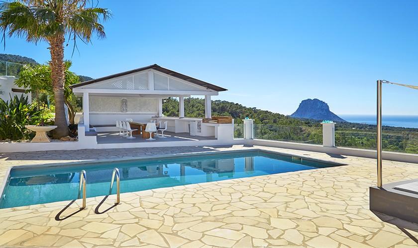 Sonnenterrasse und Pool Villa Ibiza mit Klimaanlage IBZ 12