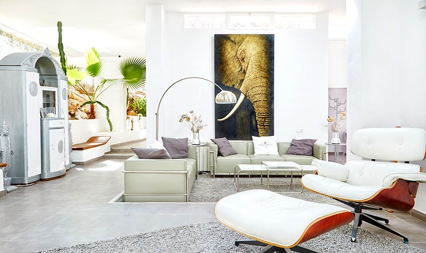 Wohnbereich Komfortferienhaus mit Pool 10 Personen Klimaanlage Ibiza IBZ 12