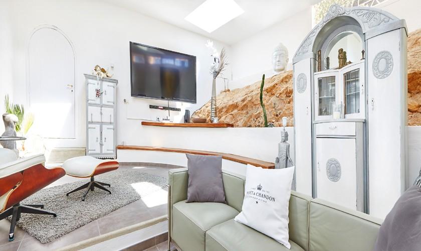 Wohnzimmer komfortables Ferienhaus mit Pool und Meerblick Ibiza IBZ 12