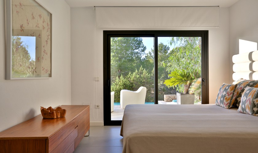 luxusvilla ibiza cala tarida f r 8 personen mit pool und klimaanlage. Black Bedroom Furniture Sets. Home Design Ideas