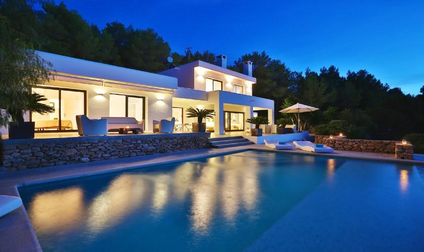 Ansicht bei Nacht Ferienhaus mit Pool und Meerblick Ibiza IBZ 14