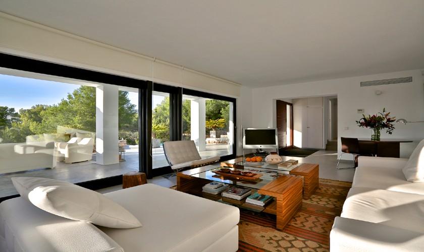 Wohnbereich mit Sofas Exklusives Ferienhaus mit Meerblick und Pool IBZ 14