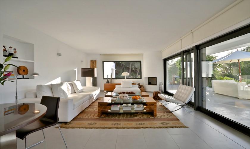 Moderner Wohnbereich Komfortable Villa mit Meerblick und Pool Ibiza IBZ 14