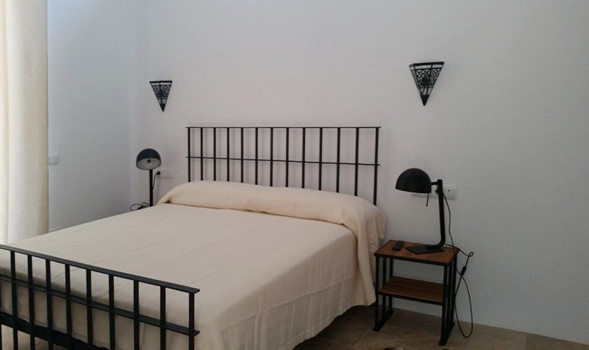 luxusvilla ibiza f r 10 personen mit pool und klimaanlage. Black Bedroom Furniture Sets. Home Design Ideas