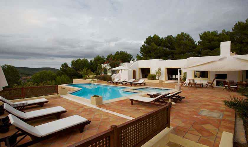 Pool und Ferienvilla Ibiza IBZ 28