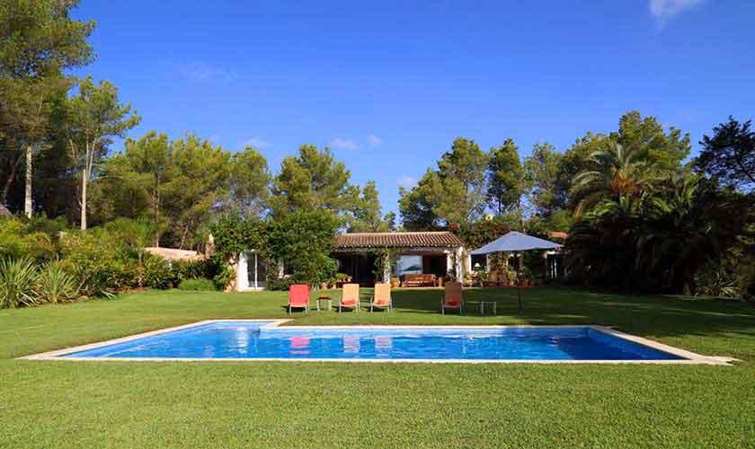 Pool, Rasen und Finca Ibiza IBZ 29