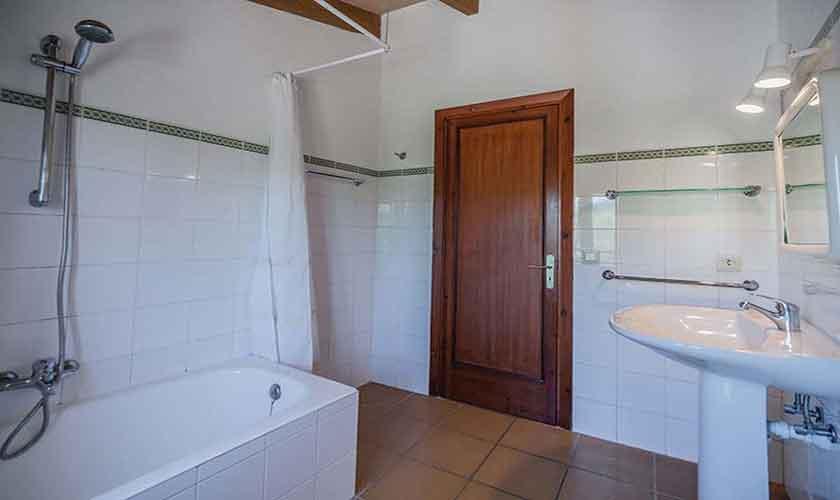 Badezimmer Ferienfinca Mallorca 10 Personen PM 388