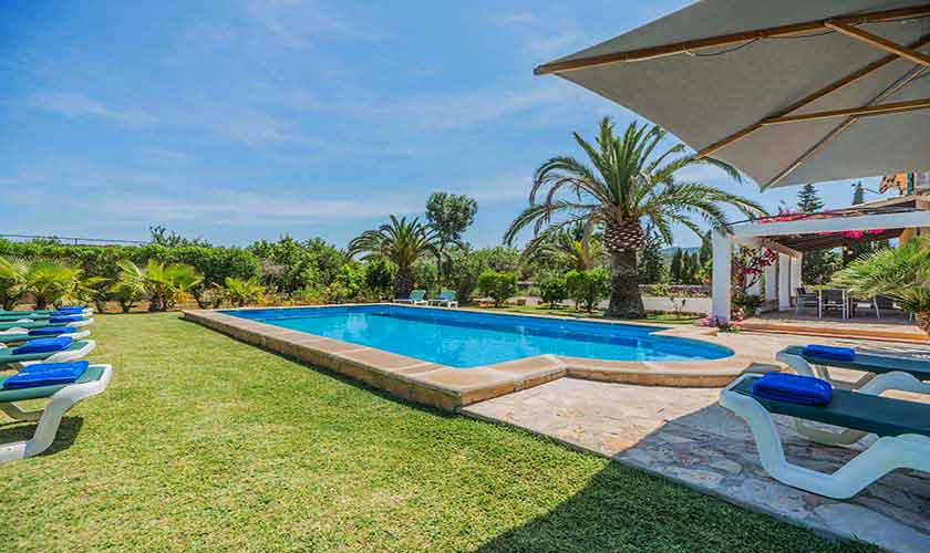 Pool und Rasenflächen Finca Mallorca 10 Personen PM 388
