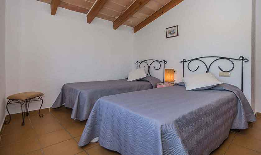 Schlafzimmer Ferienfinca Mallorca 10 Personen PM 388