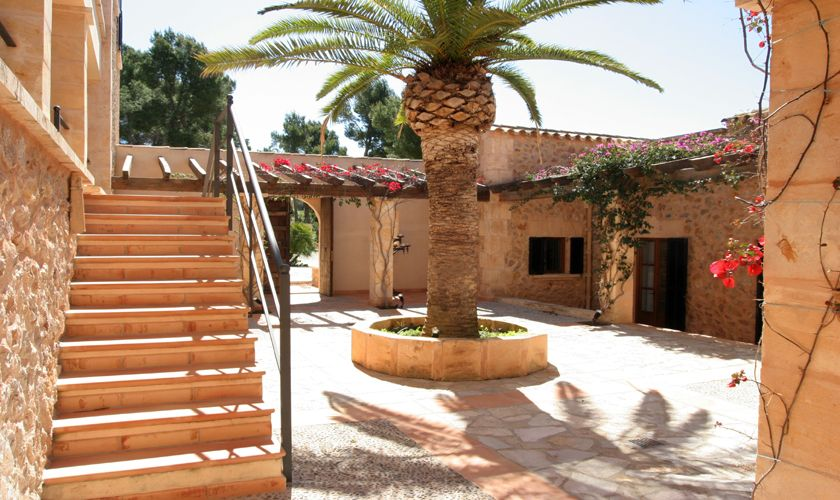 Patio der Luxus Finca Mallorca Andratx PM 105