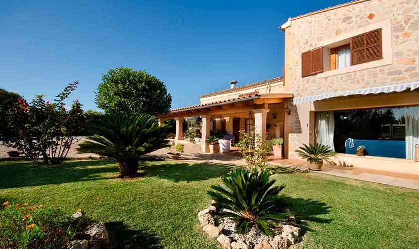 Pool und Rasen Finca Mallorca für 6 Personen PM 301