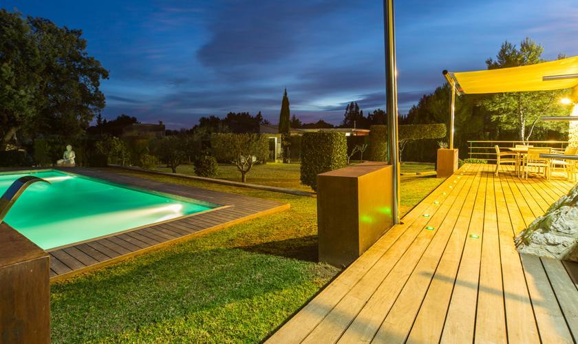 Pool am Abend Ferienhaus Mallorca PM 3026