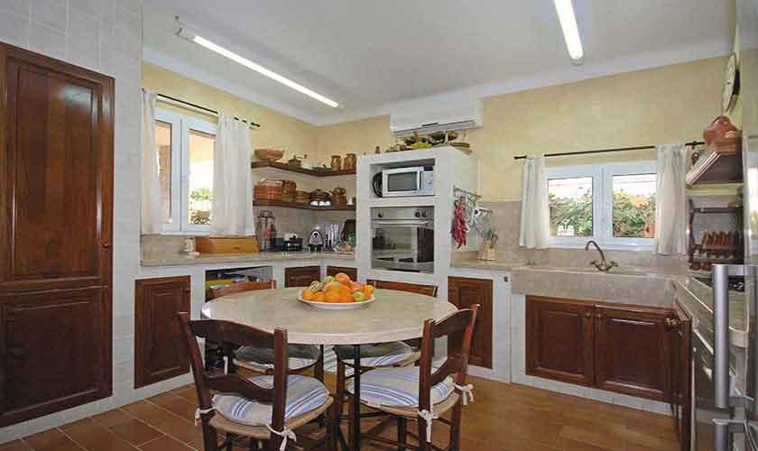 Küche Ferienhaus Mallorca für 8 Personen PM 3031
