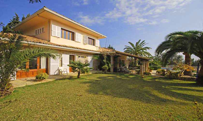 Rasenflächen Ferienfinca Mallorca für 8 Personen PM 3031