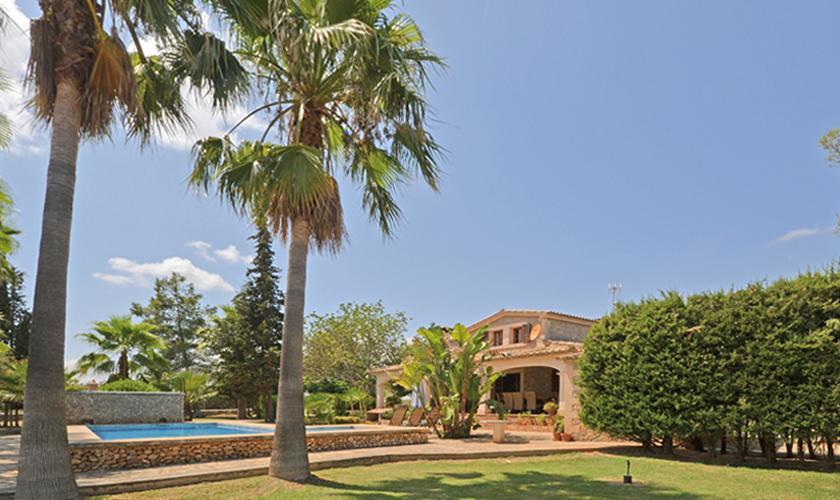 Pool und Rasenflächen Finca Mallorca für 8 - 10 Personen PM 3023