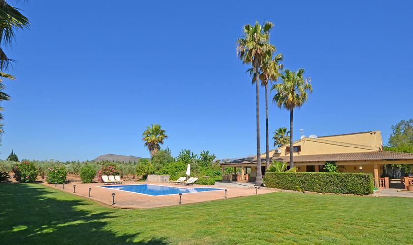 Pool und Rasenfläche  Finca Mallorca Norden PM 3034