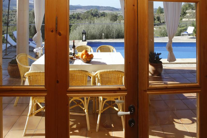 Blick vom Haus auf die Terrasse Finca Mallorca PM 3062