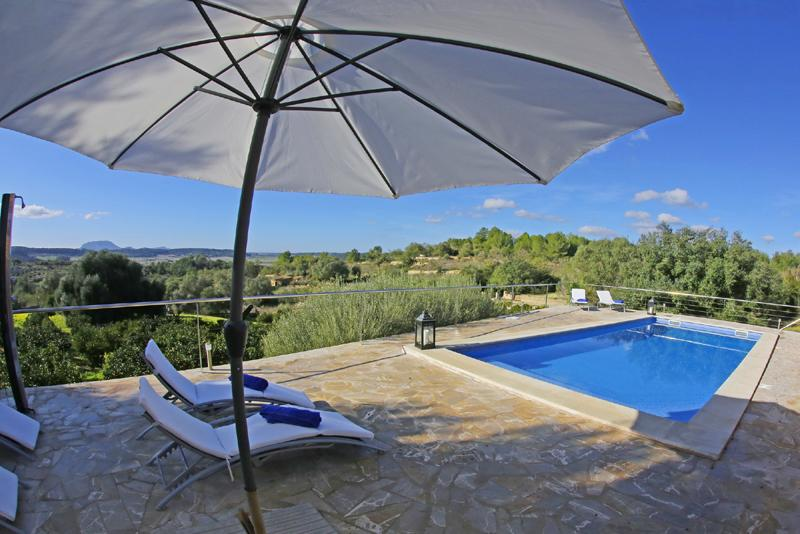 Poolblick Finca Mallorca mit Pool PM 3062 für 8 Personen