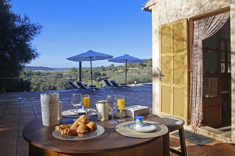 Terrasse und Blick Finca Mallorca mit Pool PM 3062 für 8 Personen