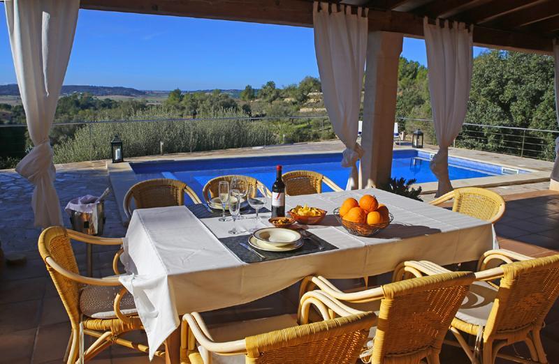 Terrasse der Ferienfinca Mallorca mit Pool PM 3062 für 8 Personen