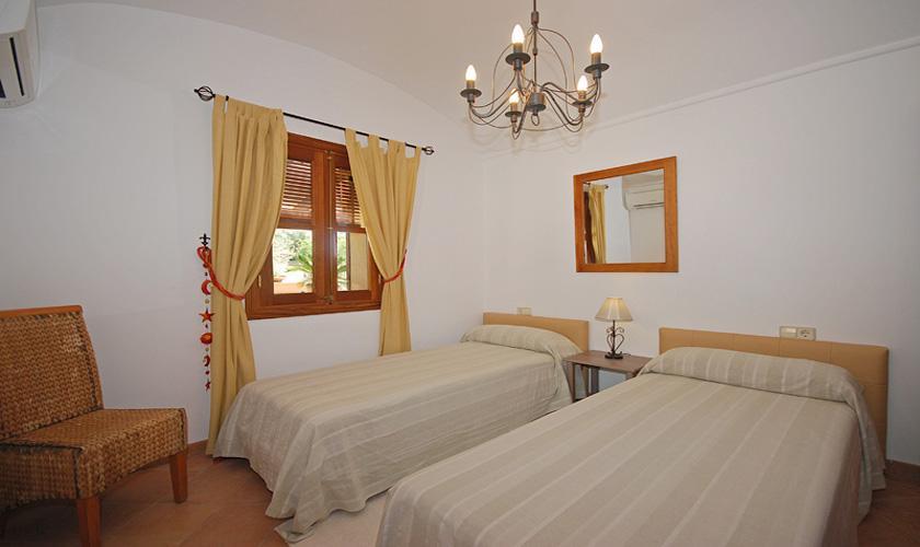 Schlafzimmer Finca Mallorca für 16 Personen PM 3065