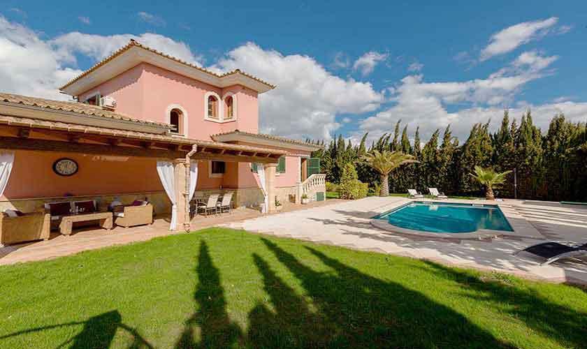 Pool und Rasen Ferienvilla Mallorca PM 3068
