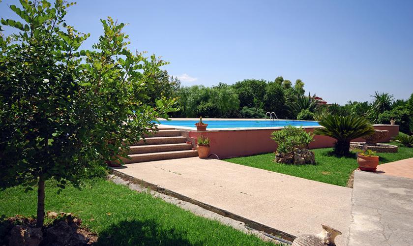 Pool und Garten Finca Mallorca bei Selva PM 312
