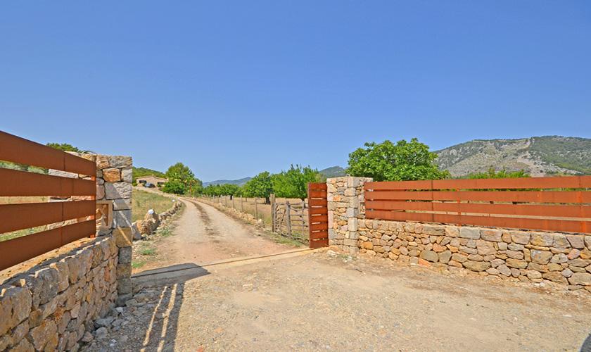 Einfahrt zum Ferienhaus Mallorca für 4 Personen PM 3131