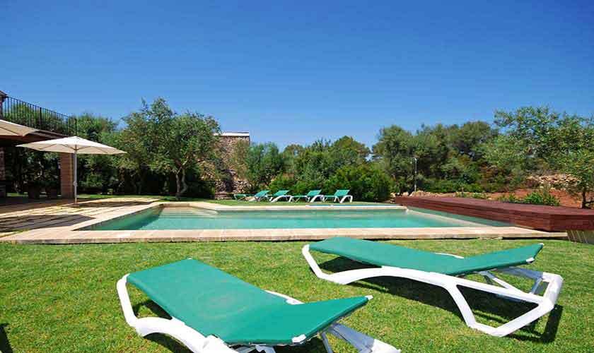 Pool und Liegen Finca Mallorca 8 Personen PM 317