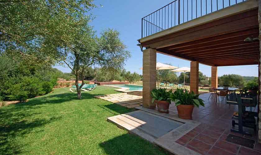 Terrasse und Rasen Finca Mallorca 8 Personen PM 317