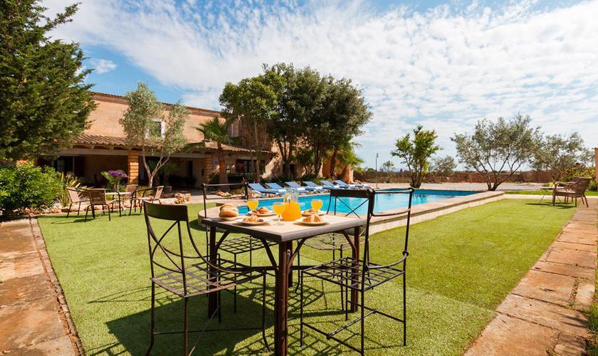 Pool und Rasen Finca Mallorca 8 Personen PM 3215