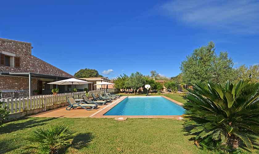 Pool und Rasen Ferienfinca Mallorca Norden PM 3220