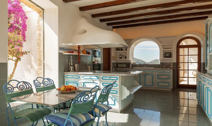 Küche Luxusvilla Mallorca Norden PM 3329
