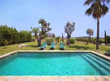 Pool und Rasen der Finca Mallorca PM 3403 für 6 Personen