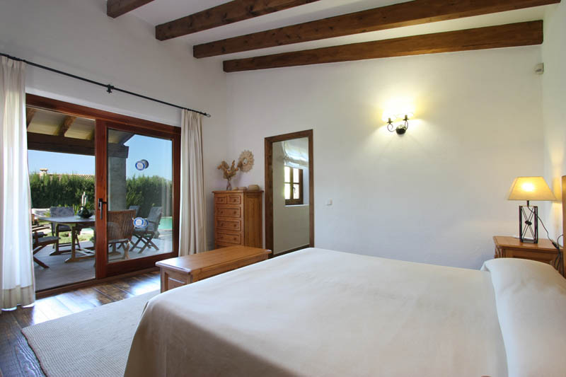 exklusive ferienfinca mallorca f r 4 personen mit pool und klimaanlage. Black Bedroom Furniture Sets. Home Design Ideas