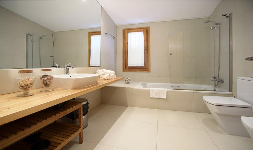Modernes Badezimmer Finca  Mallorca 8 Personen PM 3410