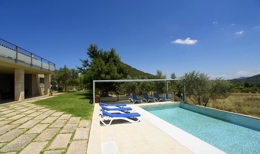 Pool und Terrasse Ferienvilla Mallorca Norden PM 3410