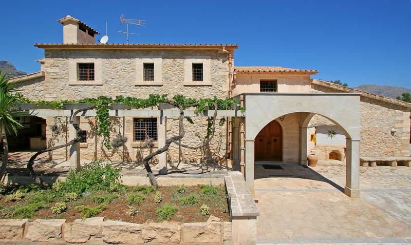 Blick auf die Finca Mallorca 8 Personen PM 3414