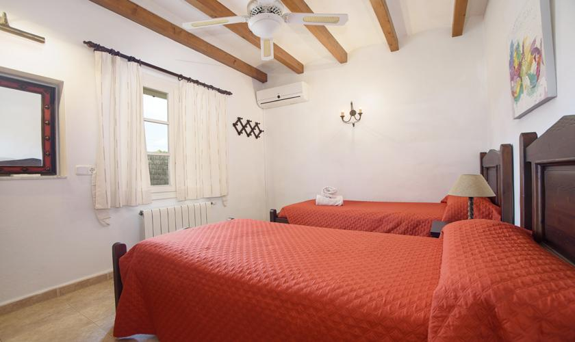 Schlafzimmer Finca Mallorca 4 Personen PM 3427