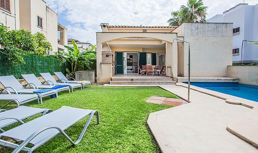 Pool und Liegen Ferienhaus Mallorca Strandnähe PM 3513