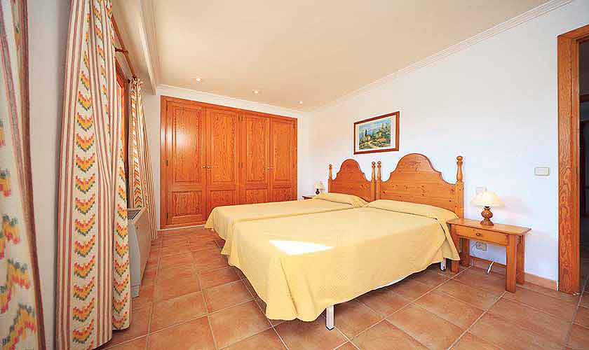 Schlafzimmer Finca Mallorca 10 Personen PM 3514