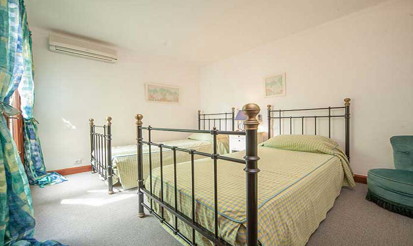 Schlafzimmer Ferienvilla Mallorca Norden PM 3516