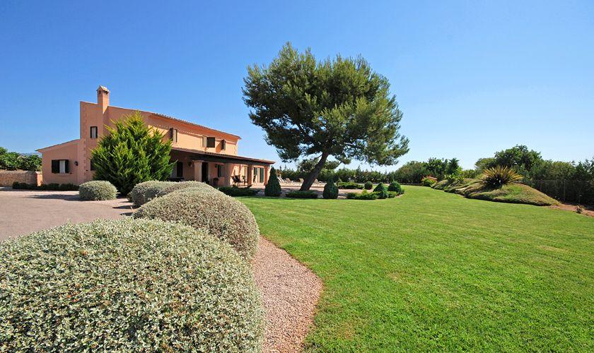 Garten mit Rasen Ferienhaus mit Pool Mallorca Norden PM 3708