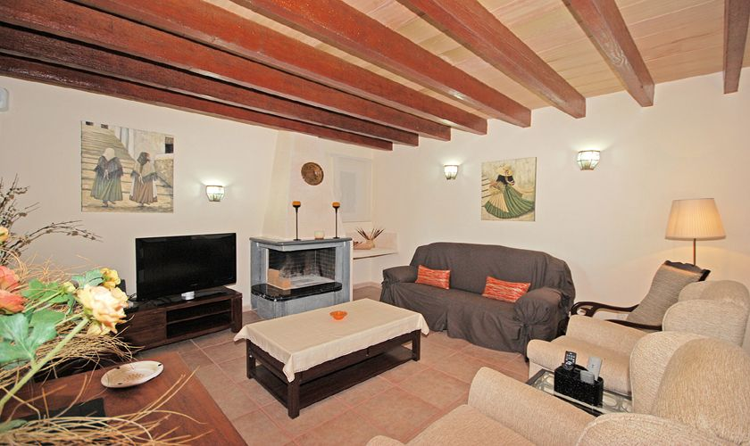 Wohnzimmer mit Kamin Poofinca Norden Mallorca Internt PM 3709