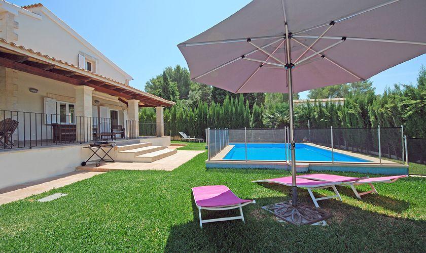 Pool und Rasen Ferienhaus Mallorca PM 3717