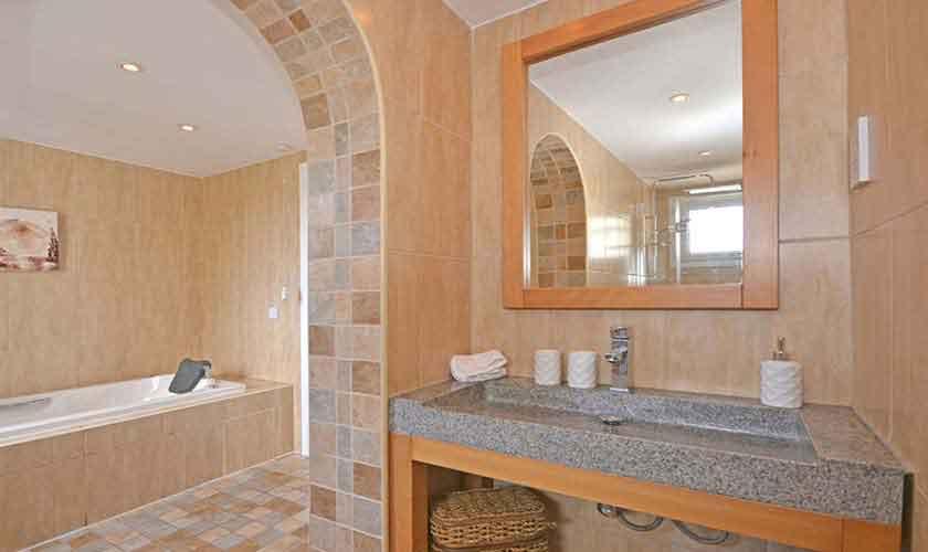 Badezimmer Ferienhaus Mallorca PM 3720