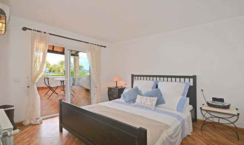 Schlafzimmer Ferienhaus Mallorca mit Pool PM 3720