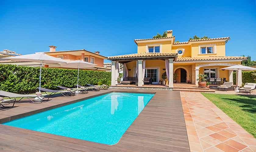 Pool und Liegen Ferienvilla Mallorca Norden PM 3741
